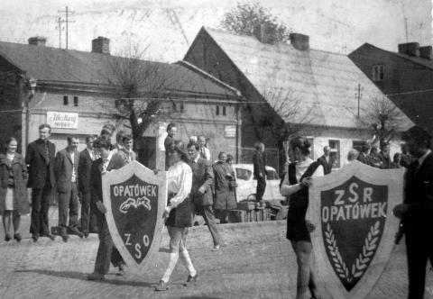 Reprezentacja ZSR i ZSO na pochodzie 1 maja 1973 r. w Opatówku
