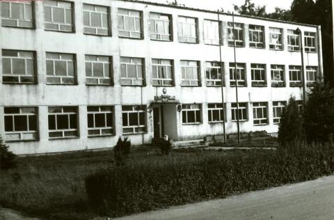 Budynek Zespołu Szkół Rolniczych w Opatówku, rok 1988